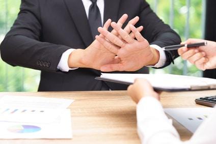 Le refus d'un salarié de modifier son contrat de travaildonne-t-il lieu à un licenciement pour cause réelle et sérieuse?