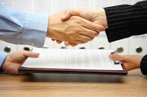 L'assurance qui couvre l'activité d'une société est transmise au repreneur