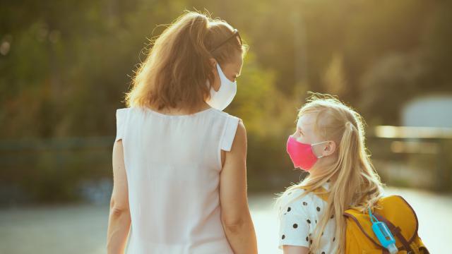 Covid-19 : Les mesures d'indemnisation dérogatoires vont être réactivés pour les parents qui doivent s'arrêter de travailler pour garder leurs enfants.